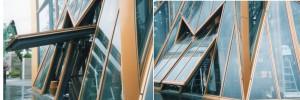 異形・傾斜変芯横軸の大型ガラス扉
